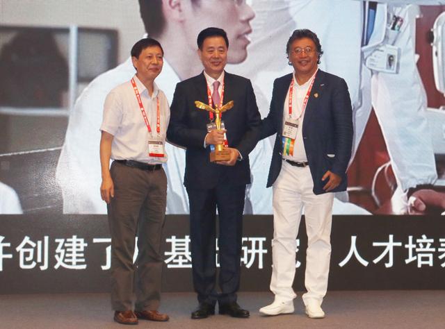 姚克教授获2017年度何氏•眼科创新奖